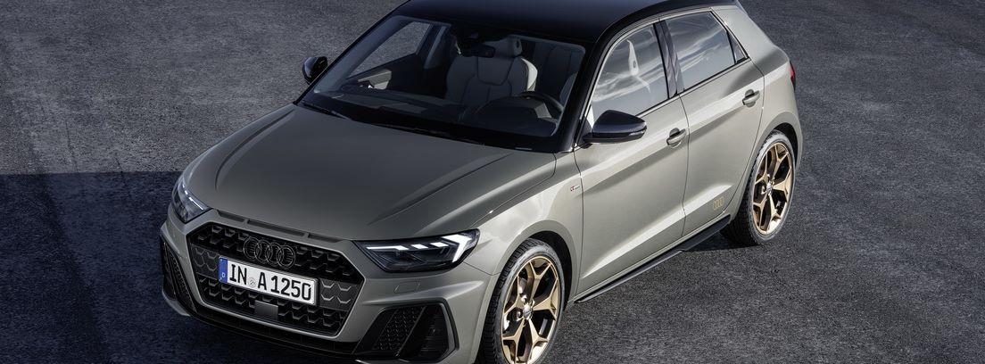 Nuevo Audi A1 Sportback 5 puertas en color gris en carretera
