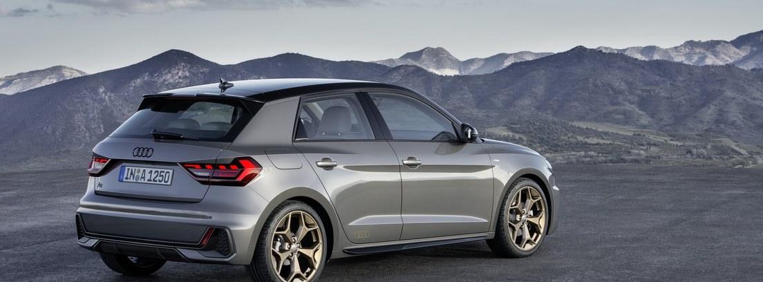 Vista trasera del Audi A1 Sportback 5 puertas en color gris