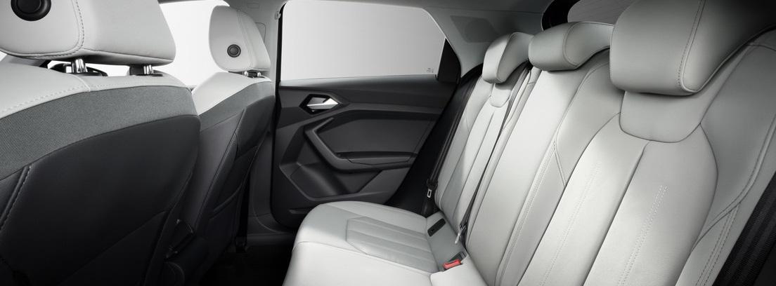 Interior en piel blanca del Audi A1 Sportback