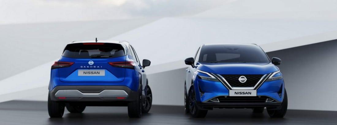 Dos Nissan Qashqai 2021 azules