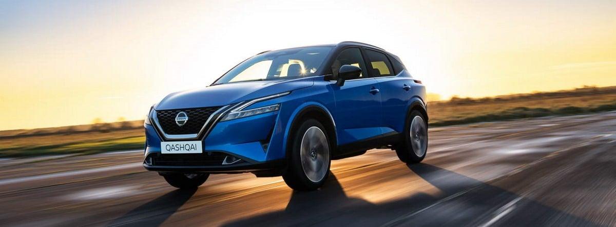 Nissan Qashqai 2021 azul circulando por carretera