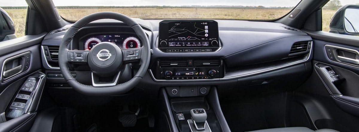 Vista del volante, la consola central y el salpicadero del nuevo Nissan Qashqai 2021