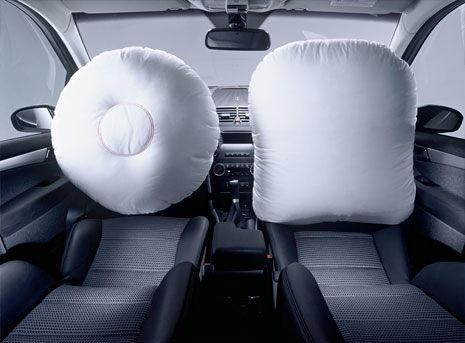 Airbags frontales hinchados de piloto y copiloto