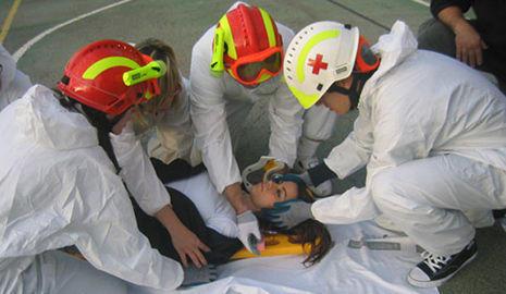 Miembros de la Cruz Roja en un simulacro