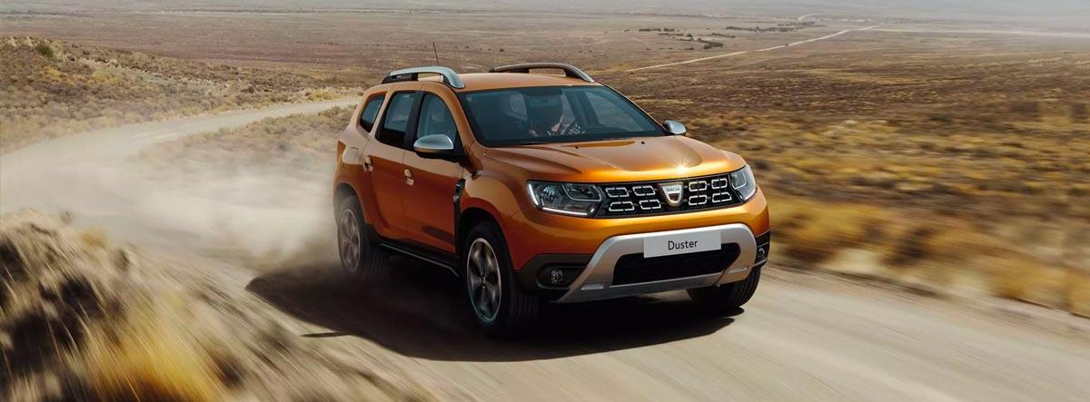 Dacia Duster circulando por un camino