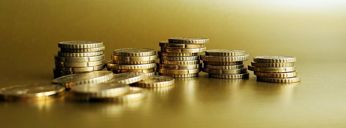 Varias monedas apiladas