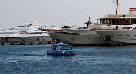 Iveco SeaLand avanzando en el mar
