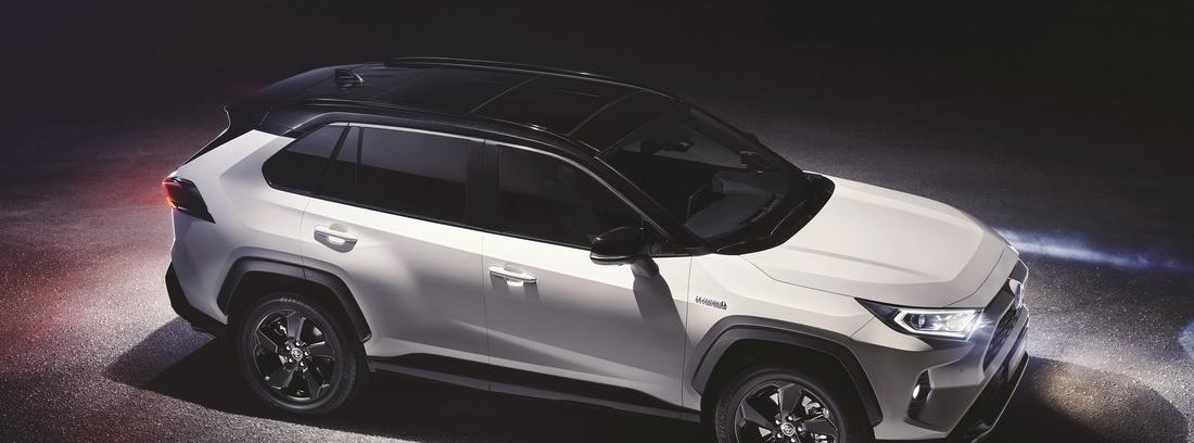 Toyota RAV4 Blanco y negro