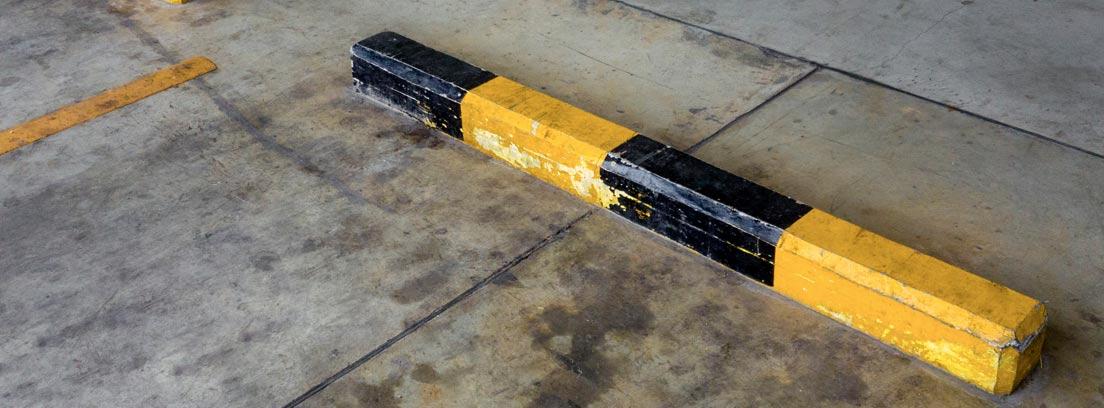 Mancha de aceite de coche en el suelo