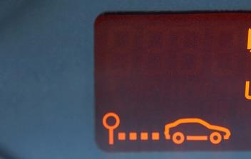 salpicadero de un coche mostrando el consumo