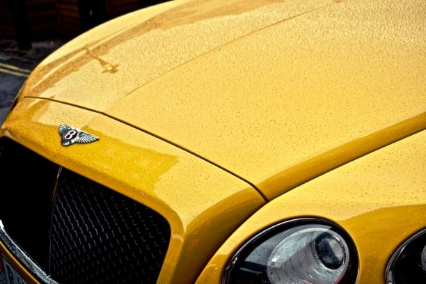 bentley Continental amarillo