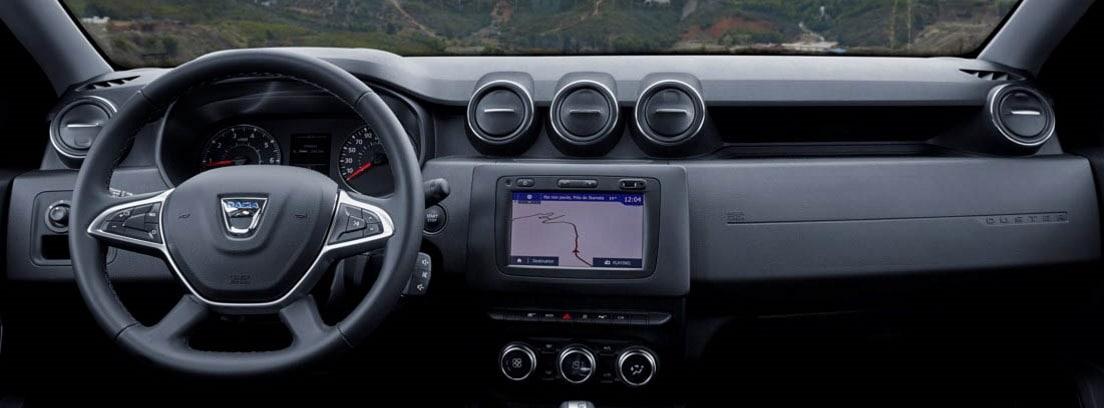 Vista del salpicadero y el volante del Dacia Duster