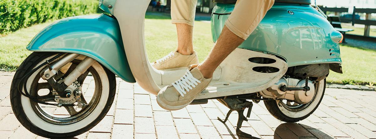 Hombre sobre un scooter