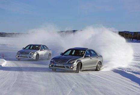 Imagen de un curso de conducción de Mercedes