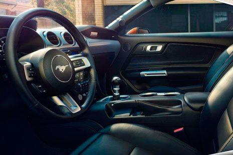 interior del Ford Mustang 2018