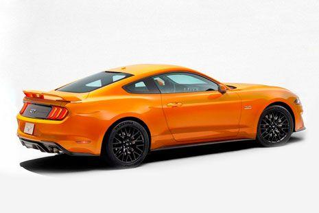 Ford Mustang 2018 amarillo visto desde el lateral