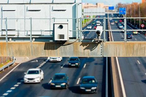 cámaras en un poste de la carretera