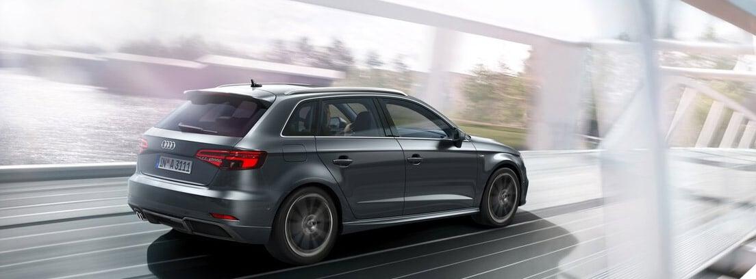 Audi A3 cruzando un puente