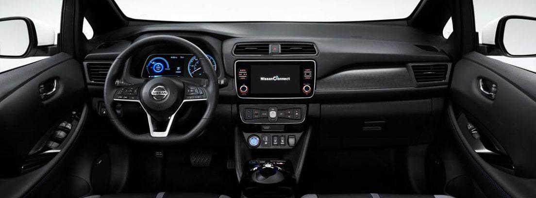 Salpicadero y volante del Nissan LEAF