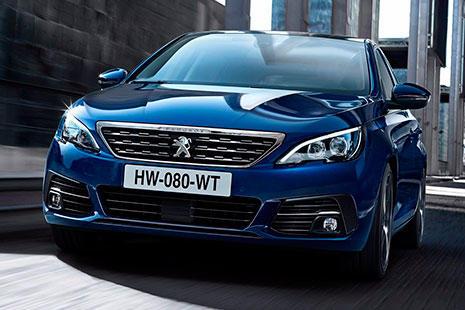Peugeot 308 2018 azul en ciudad