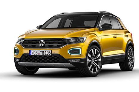 Volkswagen TRoc SUV pequeño y amarillo visto de frente