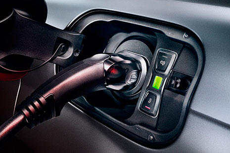 Audi Q7 e-tron quattro enchufado