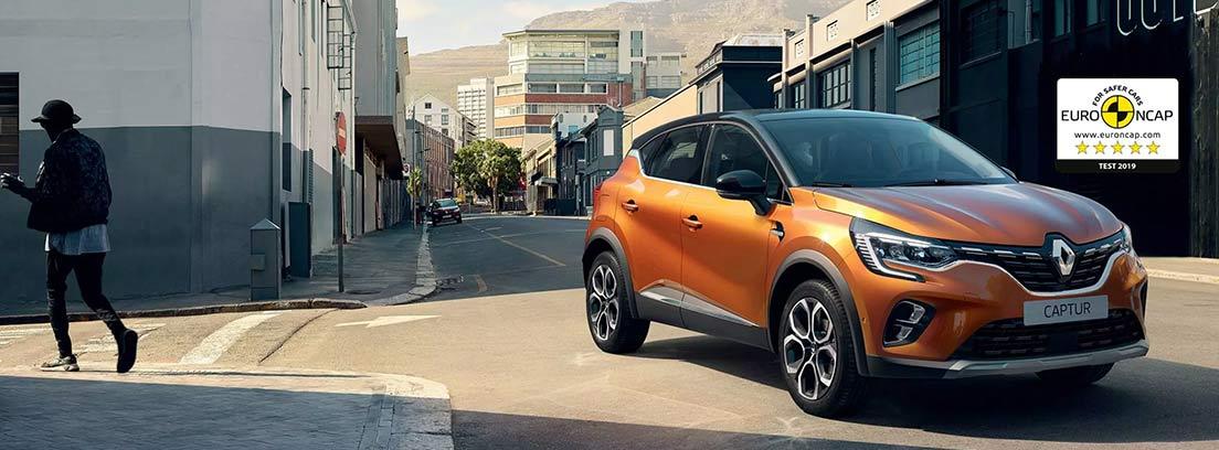 Renault Capture naranja aparcado en la calle