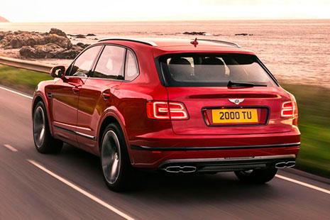 Imagen del nuevo Bentley Bentayga V8 de color rojo.