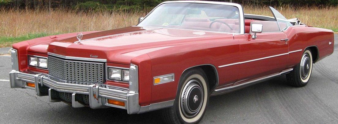 Cadillac Eldorado de color rojo
