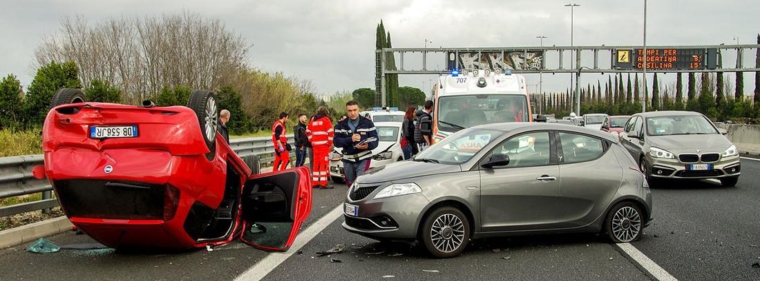 accidente de tráfico con varios vehículos