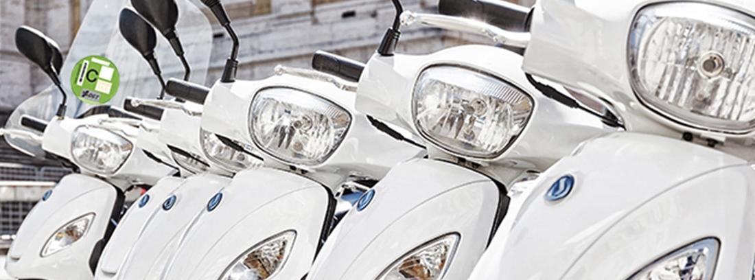 Motocicletas con etiquetas ecológicas de la DGT