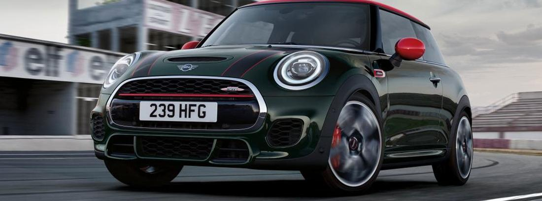 Vista frontal de Mini John Cooper Works de 2018