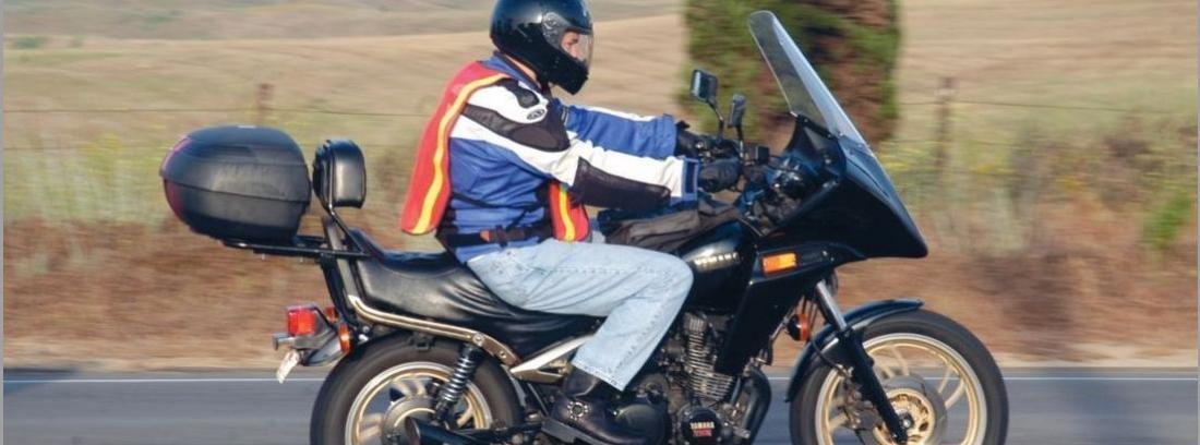 Chalecos reflectantes en moto