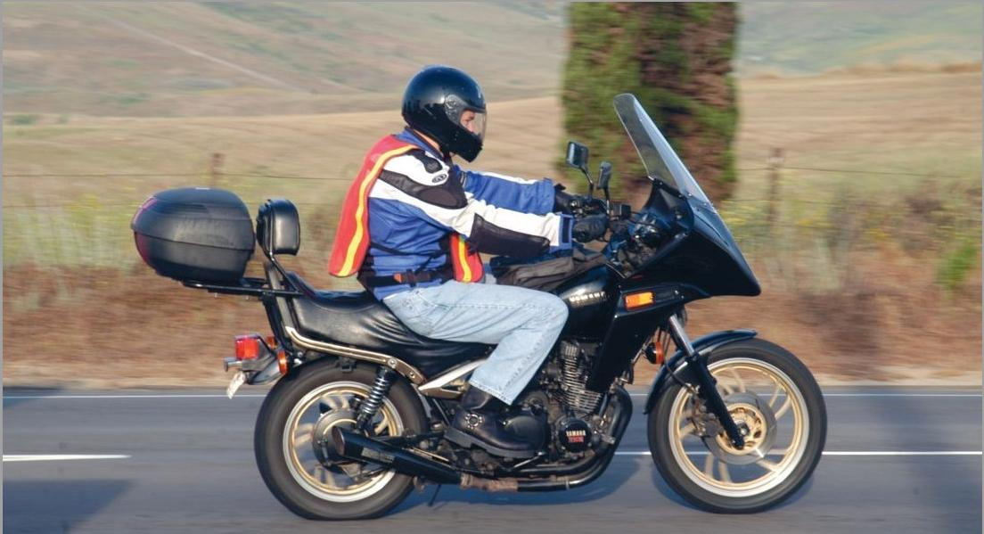 9482f580f Chalecos reflectantes en moto ¿sí o no  -canalMOTOR