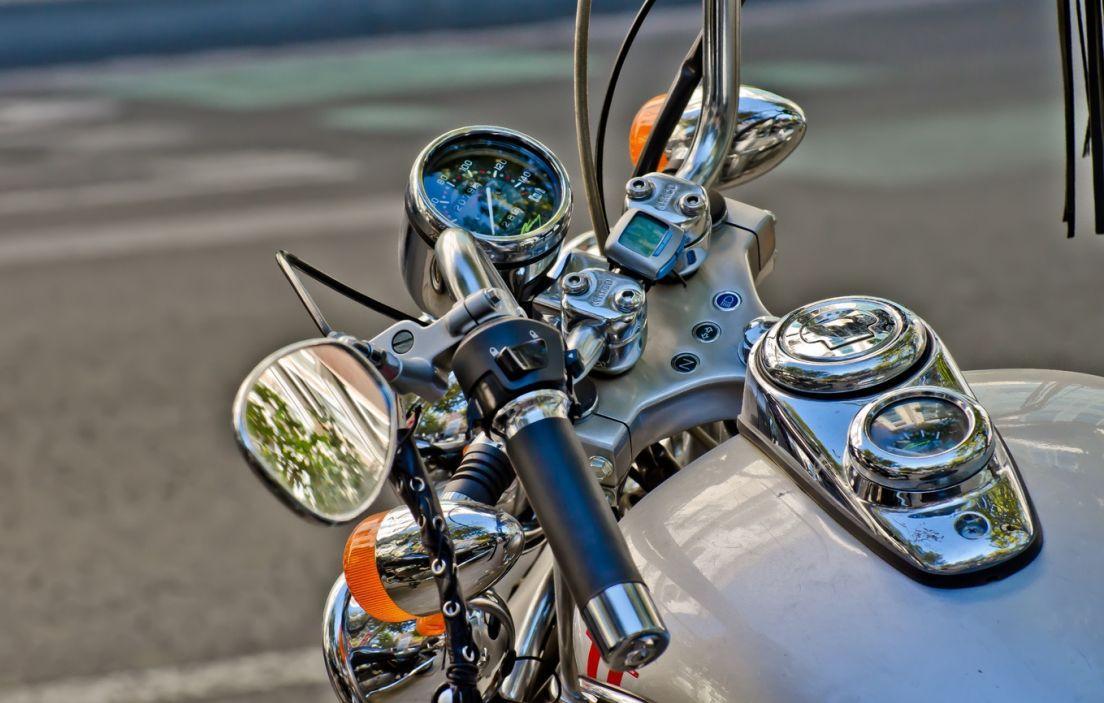 fcdf8a7712a Cómo ajustar los retrovisores de la moto -canalMOTOR