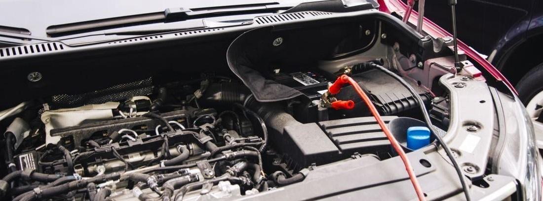 Cómo arrancar un coche con las pinzas