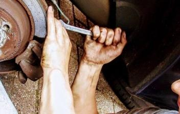 Cambiar neumático pinchado