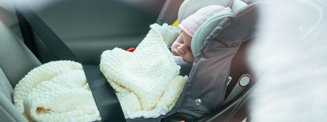 c6844b766 Cómo debe ir en el coche un bebé recién nacido -canalMOTOR