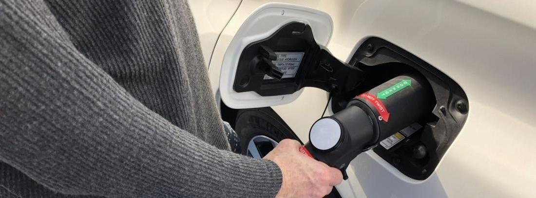 coche de pila de hidrógeno conectado
