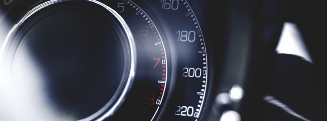 Cómo funciona el velocímetro de un coche