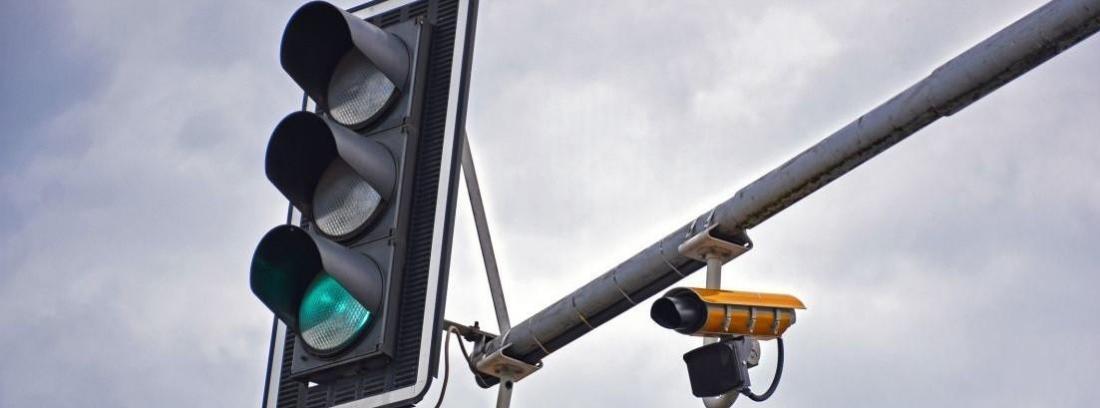 Cómo funcionan los semáforos con cámara
