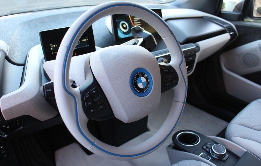 C mo limpiar el volante de cuero del coche - Decoracion interior coche ...