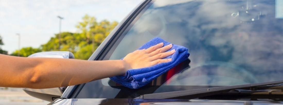 Cómo limpiar los cristales del coche para que queden perfectos
