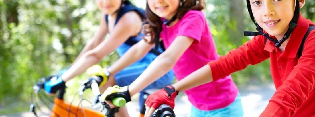 Cómo llevar a los niños en bicicleta con seguridad