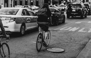 Señalizar maniobras en la bicicleta