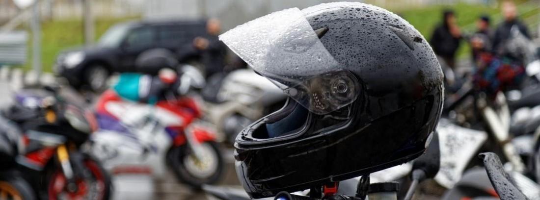 Conducción de moto en lluvia