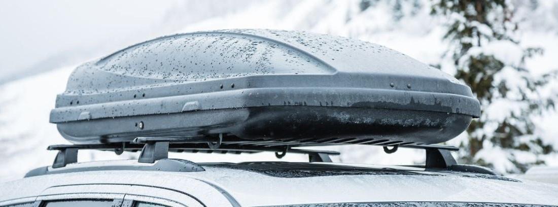 coche con un cofre de techo