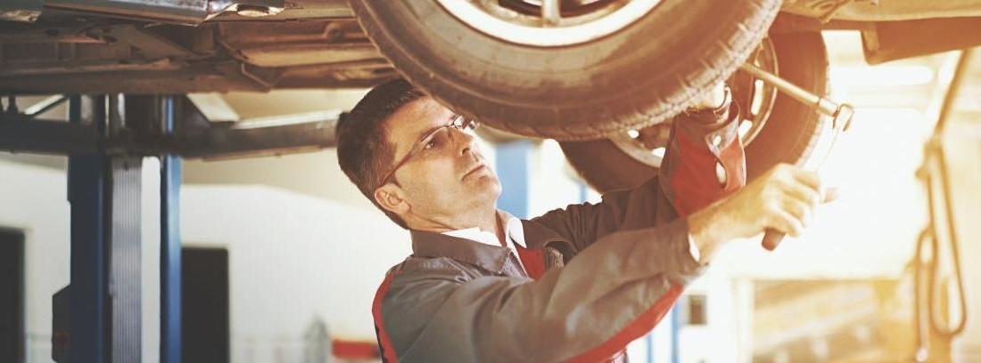 Cambiando los amortiguadores de un coche