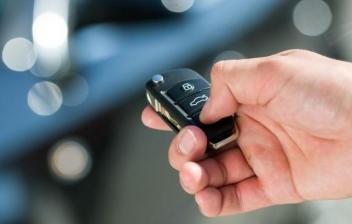 ¿Cuánto cuesta transferir un coche?