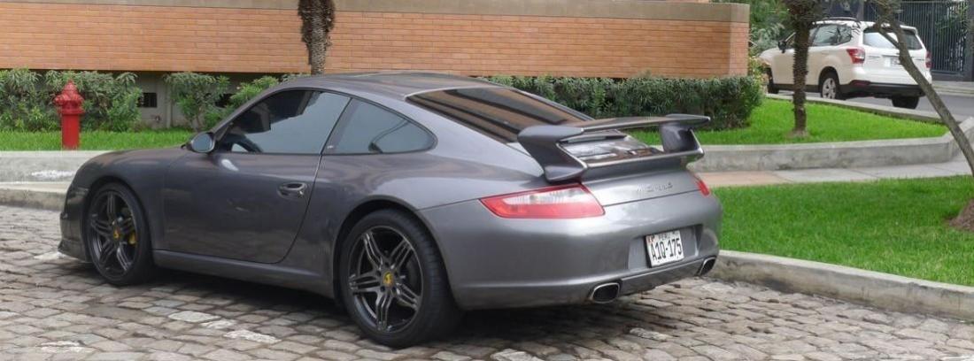 Vista trasera de Porsche 911